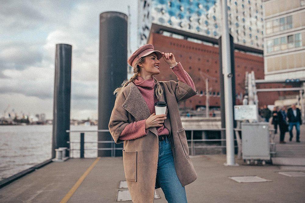 hut, baker boy hat, mantel, jeans, denim, pullover, strick, knit, rollkragen, turtleneck