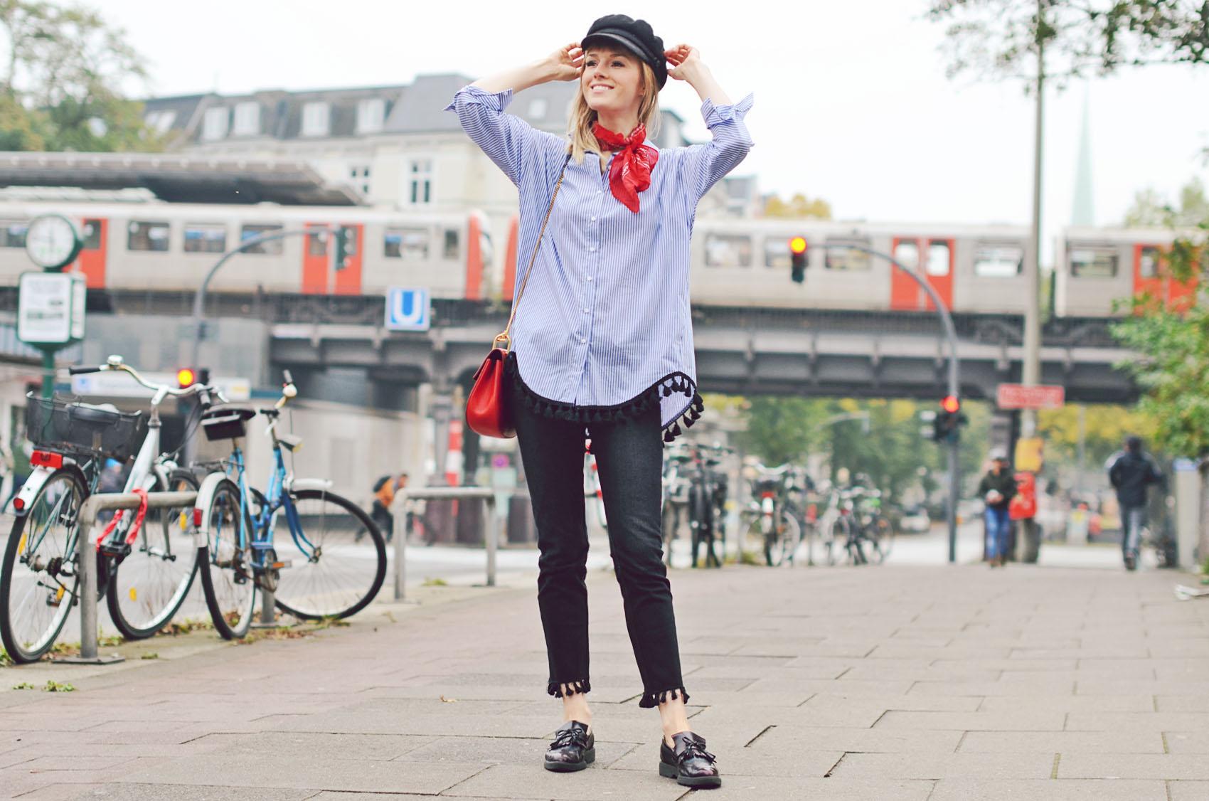 marine mütze, elbsegler, long blouse, bommel, pom poms, loafer, chloe, tasche, bandana, jeans