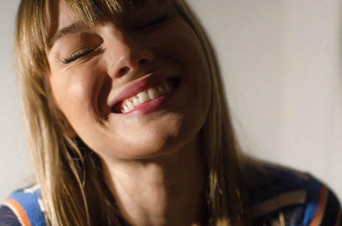 durchsichtige zahnspange, zahnspange, dr.smile,erfahrung, zahnschiene, schiefe zähne, zähne, lachen