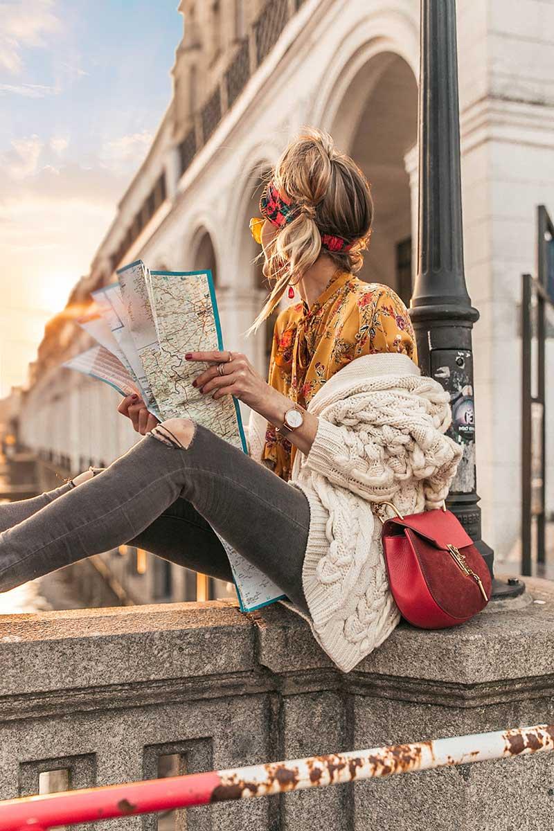 strick, grobstrick, cardigan, knit, jeans, denim, travel, chloe, bag, designertasche, handtasche, bluse, sommer, sonne, haare, hairdo