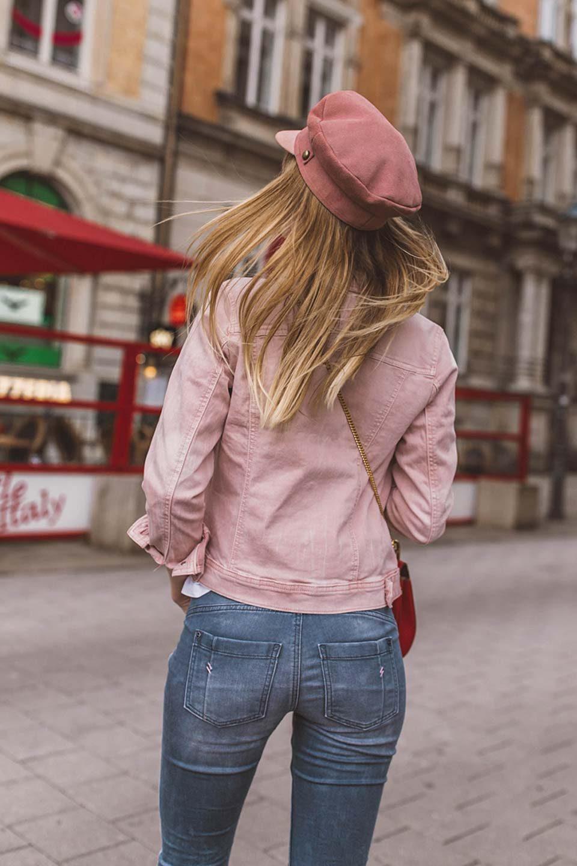 jeans, po, jeanshose, jeansjacke, chloe, rote handtasche, handtasche, drew, t shir, sneaker, baker boy, hut, mütze