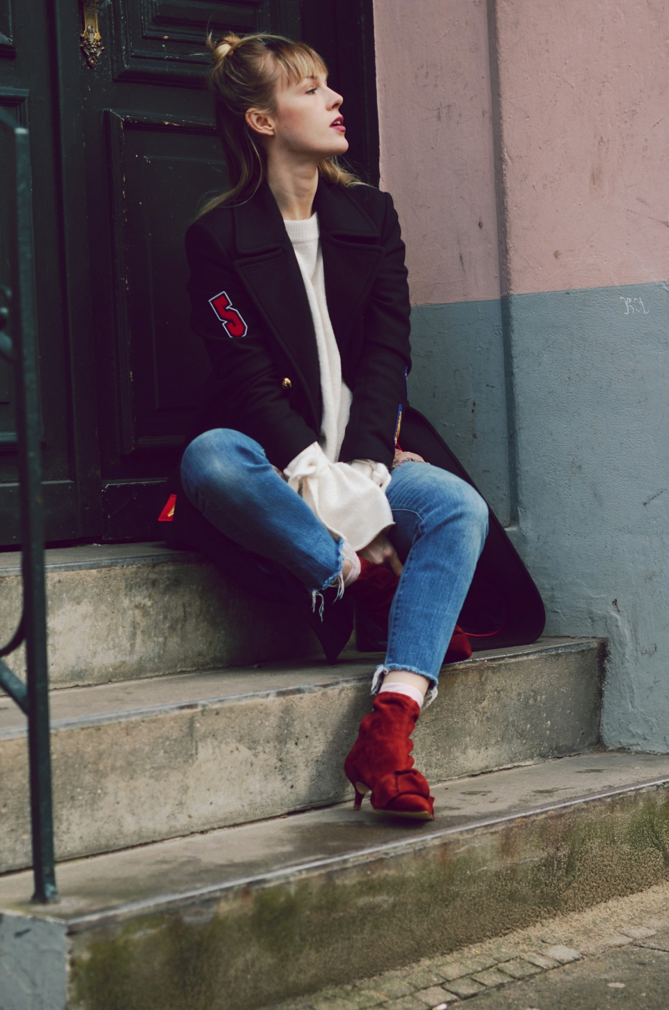 pullover, white, blue jeans, dark blue coat, patches, fall