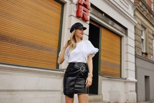 rock, röcke, lack, leder, lederrock, lackrock, t-shirt, statement-shirt, pumps, puschel, feder, federpumps, high heels, schuhe
