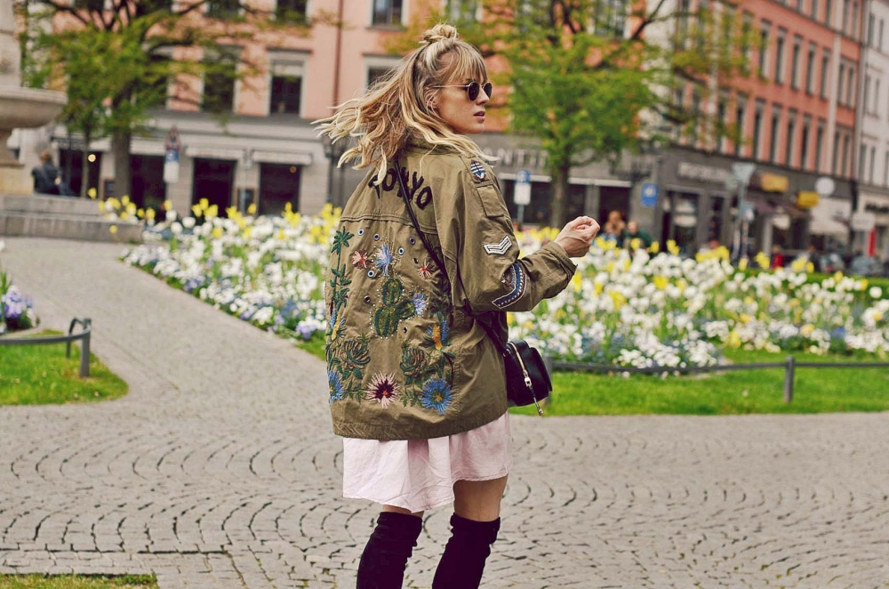 parka, overknees, stiefel, kleid, tasche, handtasche, rosa, khaki