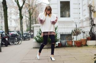 weißer pullover, jeans, pumps, denim, spitze