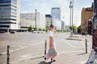 latzhose, rosa, business look, handtasche, tshirt, rüschen