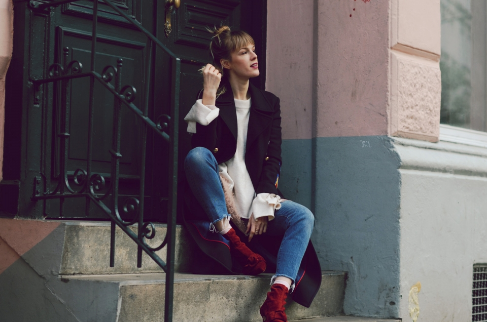 fall, winter, white sweater, wide sleeves, red boots