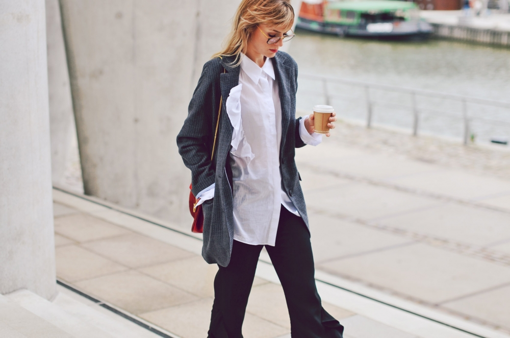blazer, long blouse, bluse, rüschen, chloe, tasche, brille, ray ban, business look