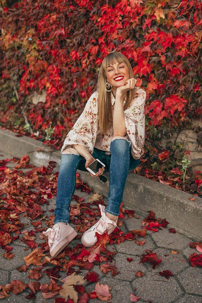 sneaker, puma, rosa, jeans, bluse, handy