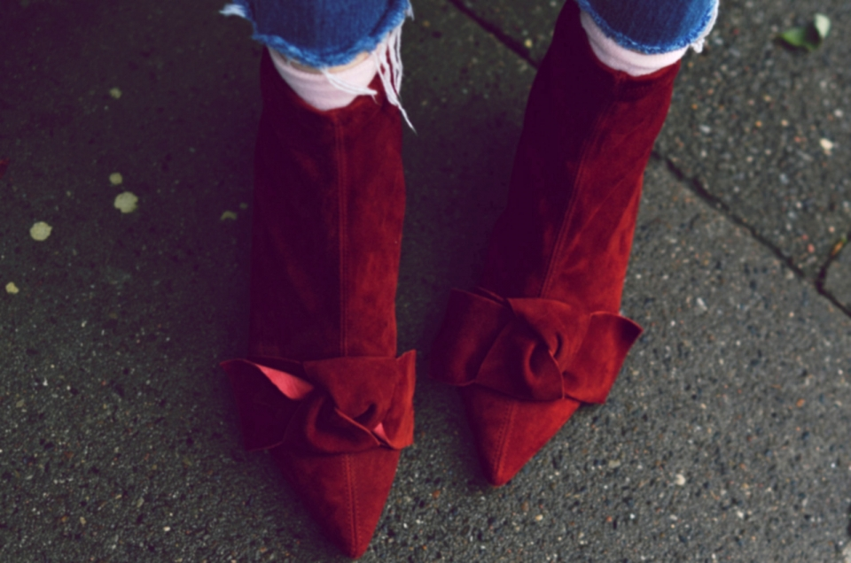 red suede boots, bow, jeans