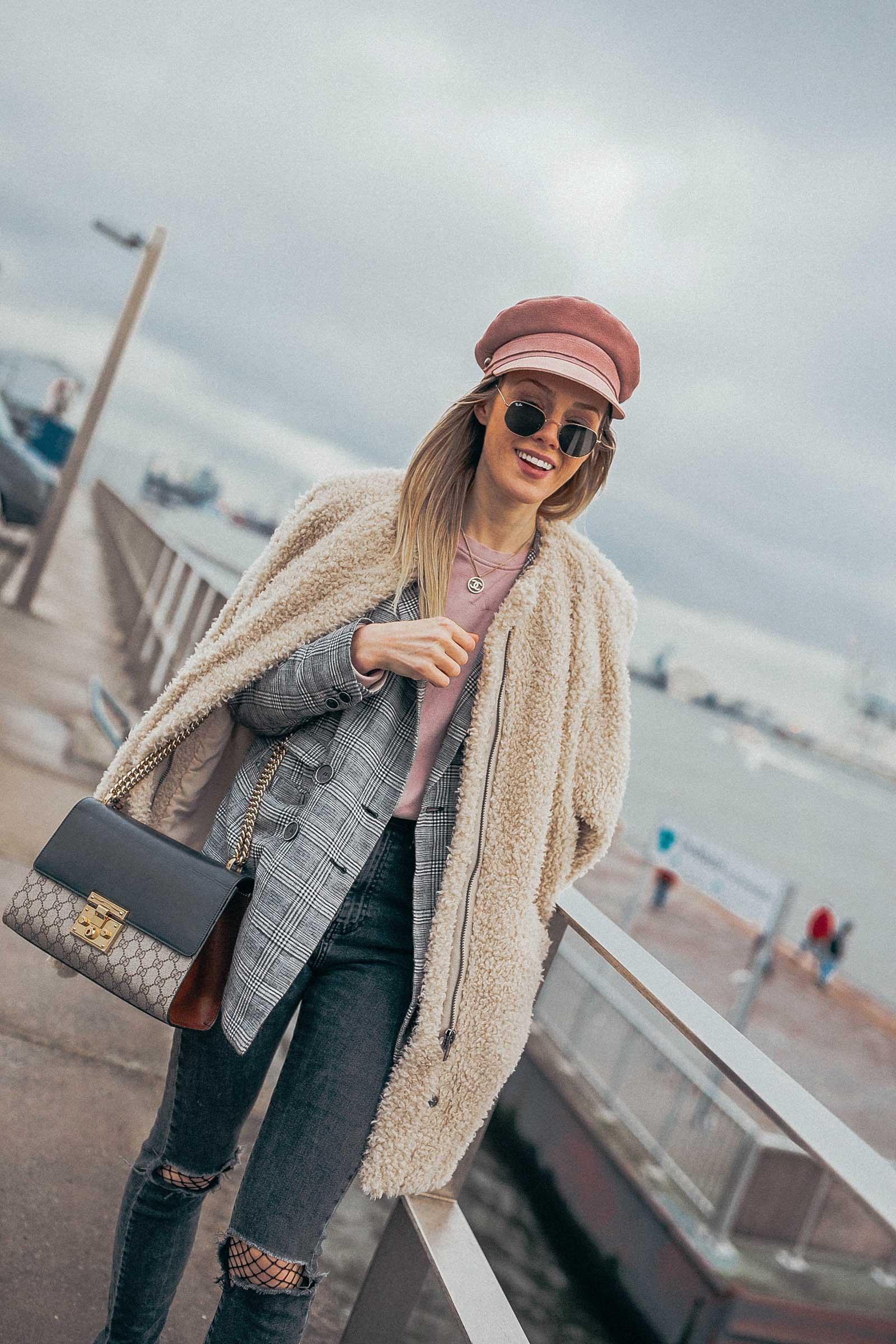denim, jeans, blazer, hut, baker boy hat, hoodie, sweatshirt, ankleboots, stiefel, gucci, handtasche, designer bag