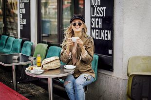 vicky wanka, jeans, denim, parka, hacks, haare, beachwaves, fashion week