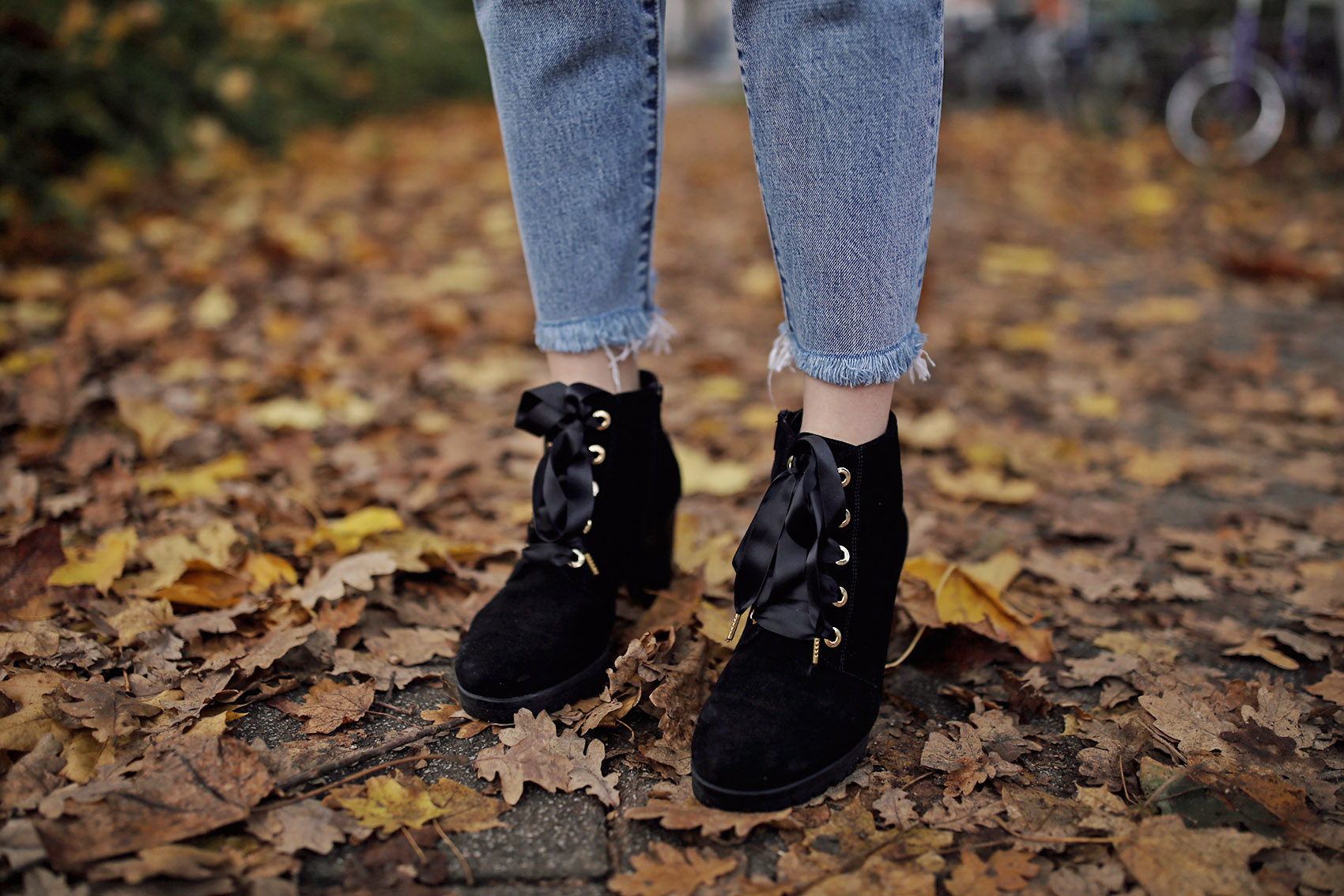 schuhe, sneaker, samt, velvet, jeans, plateau, biker boots, schnallenboots, nietenboots, stiefel, stiefeletten, schnürstiefel