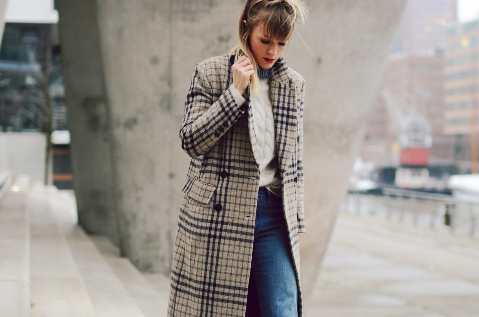 knitted sweater, jeans, glencheck coat