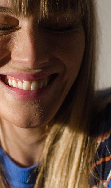 durchsichtige zahnspange, zahnspange, dr.smile,erfahrung, zahnschiene, schiefe zähne, zähne, lächeln